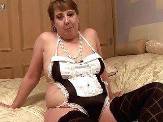 Horny Brit Housewife Pleasing Herself - Maturenl