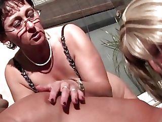 Ganzgeil.com Bisexual Mummies Fucks A Lucky Dude